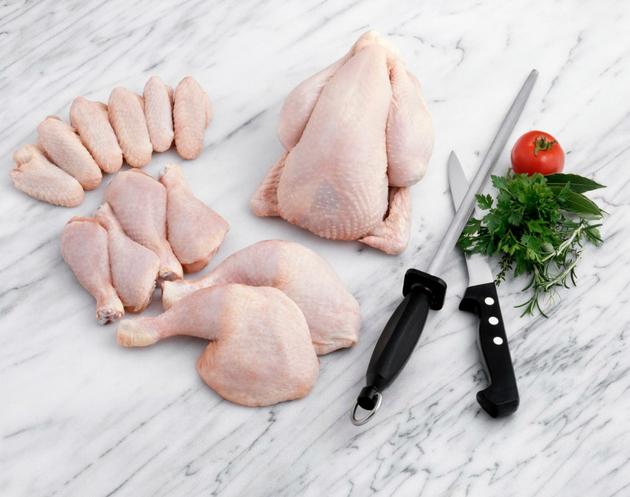 Еве како за три минути да го одвоите месото од пиле